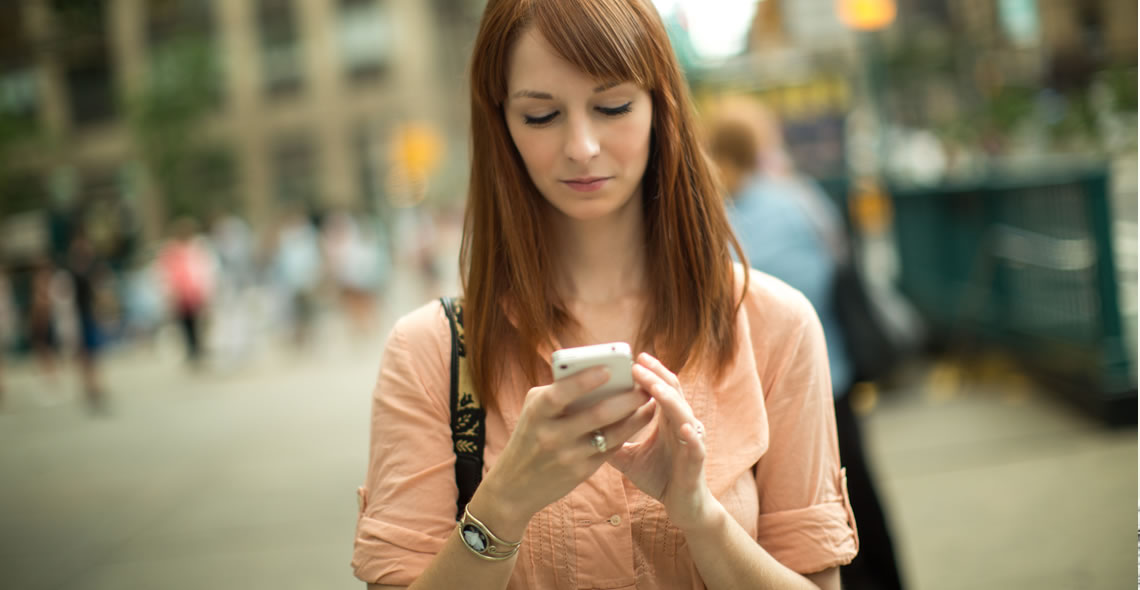Dangers_Texting_Walking